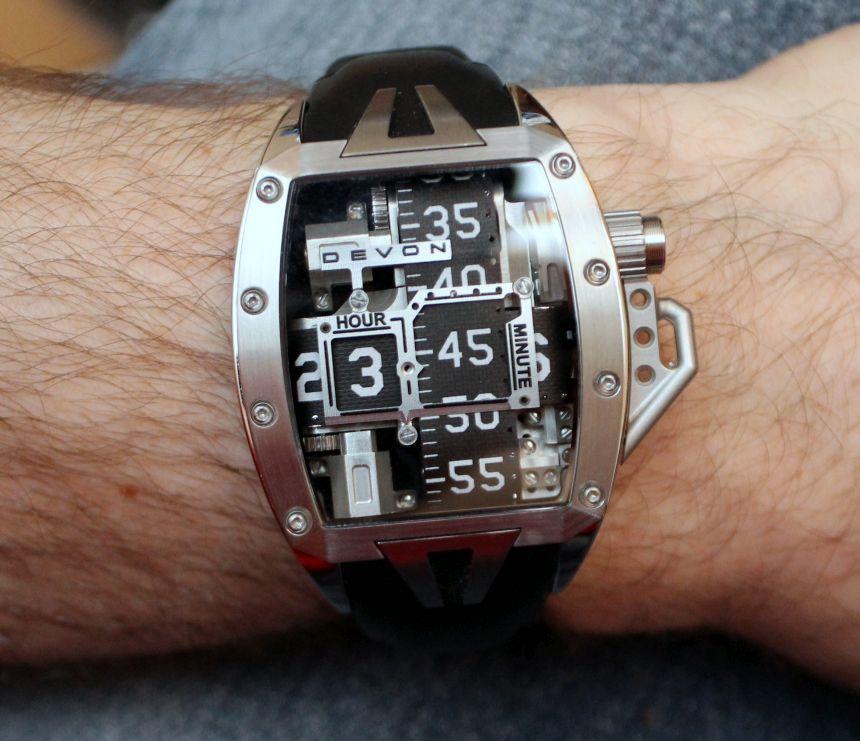 Подержанные наручные часы девон воркс б у в отличном состоянии с гарантией можно купить с большой скидкой в ломбарде.