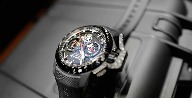 Graham Chronofighter Superlight Carbon Skeleton hands on