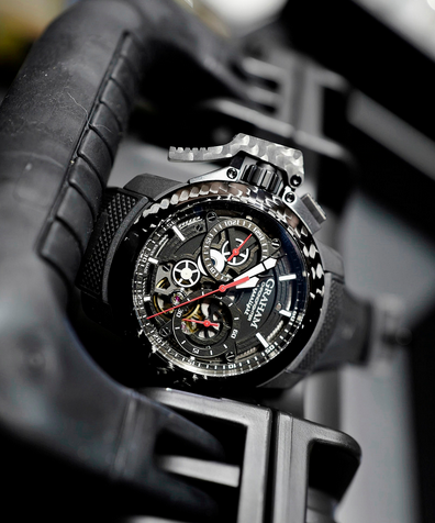Graham Chronofighter Superlight Carbon Skeleton hands on  02