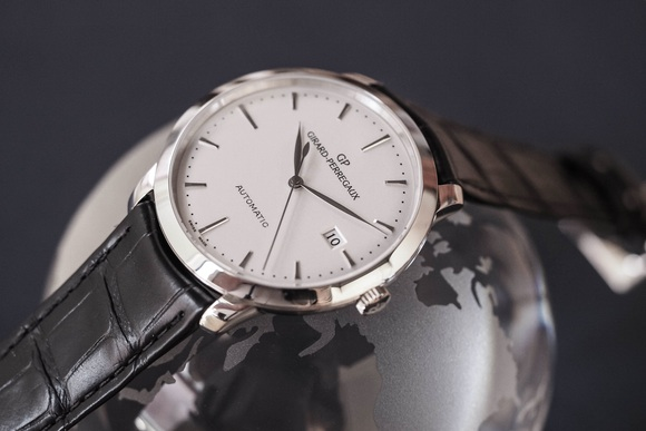 Side of the Girard-Perregaux 1966 Steel watch