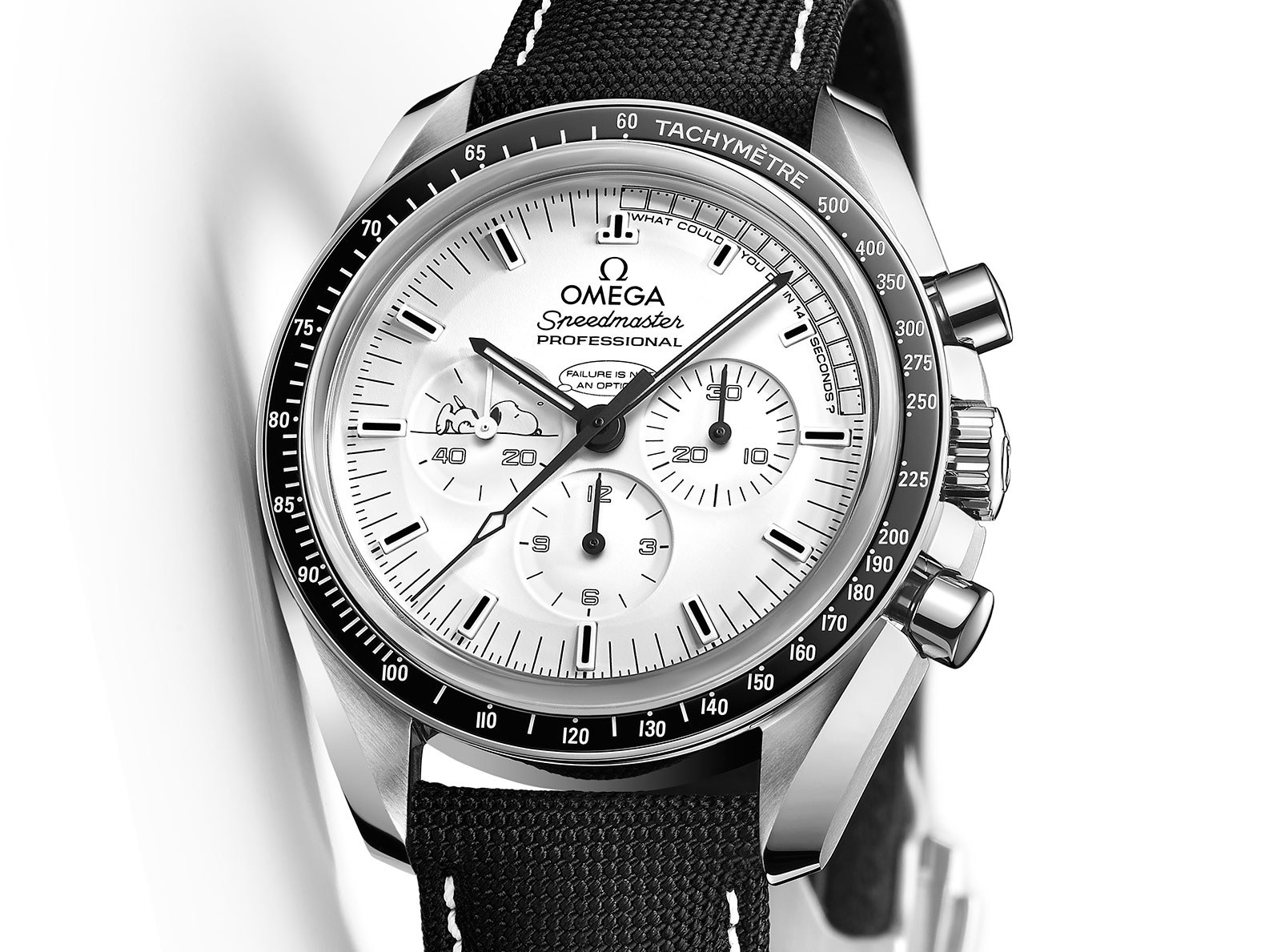 Side of Omega Speedmaster Apollo 13 Silver Snoopy Award 02